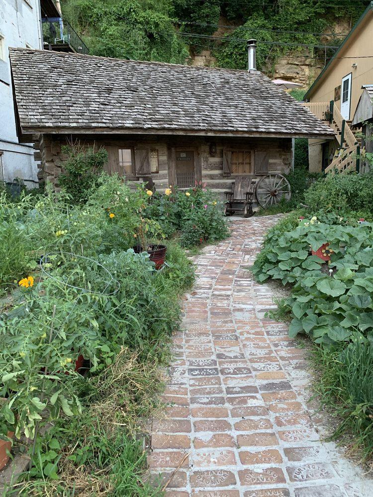 Little Switzerland Inn: 126 Main St, Mc Gregor, IA