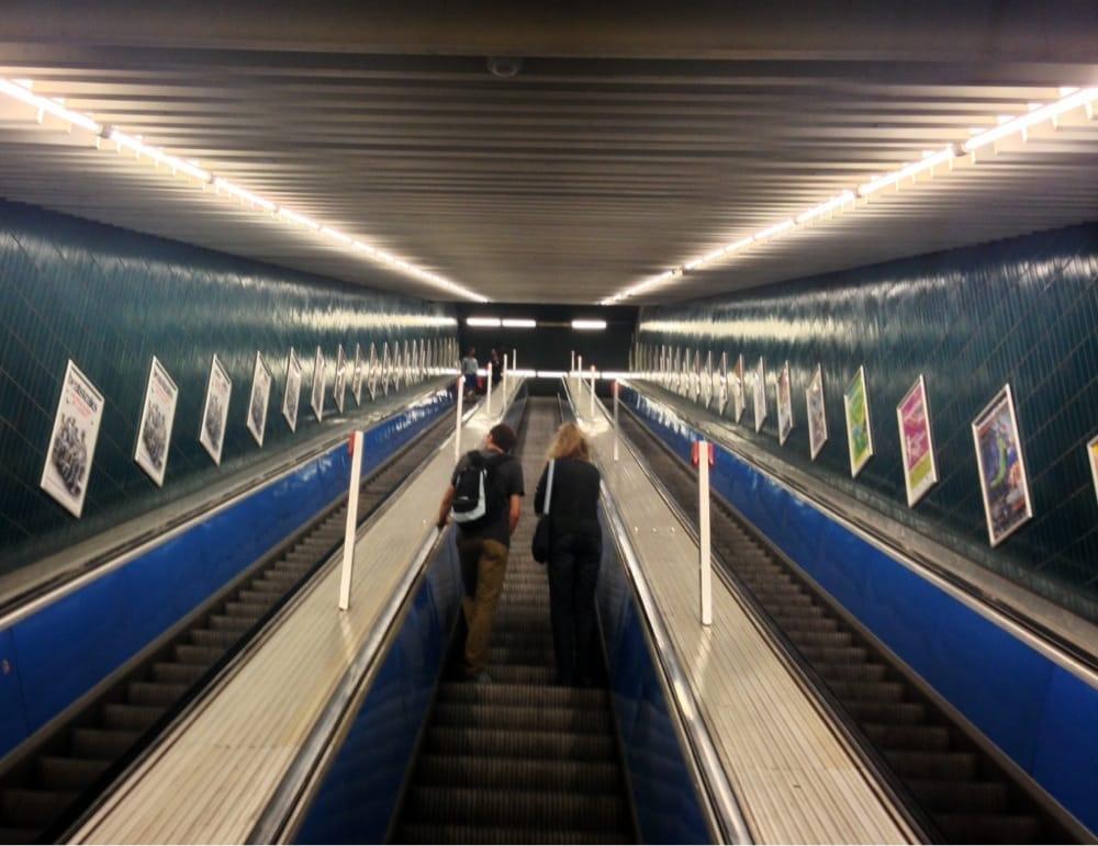 Die Längste Rolltreppe In München U Bahn Aus Und Eingang