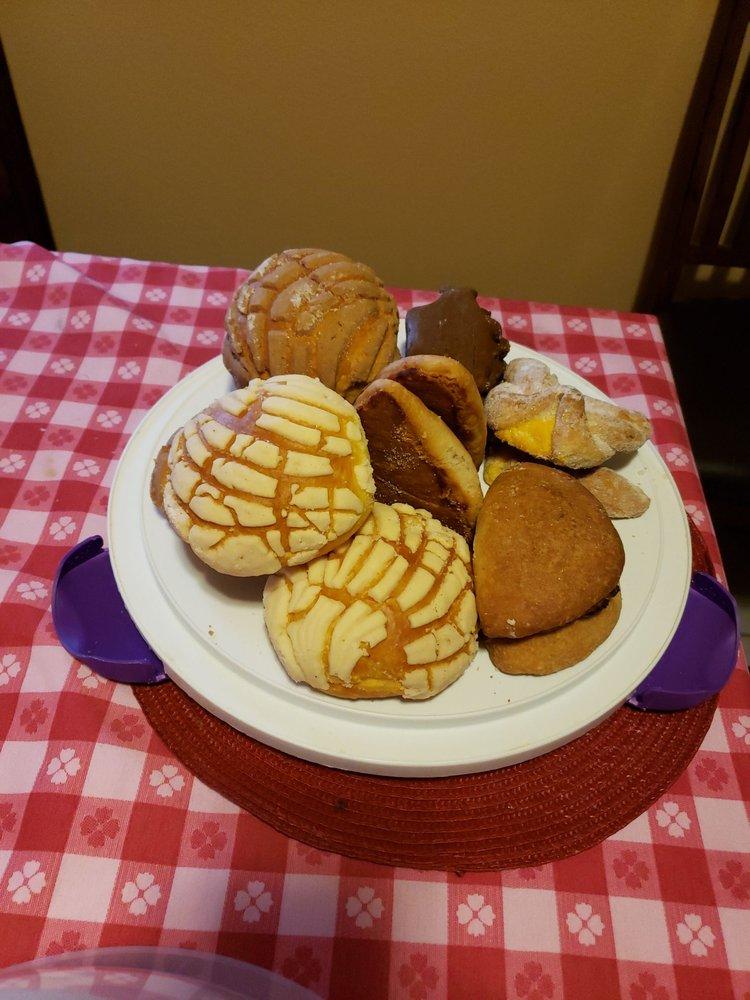 La Especial Bakery: 350 W Robertson St, San Benito, TX