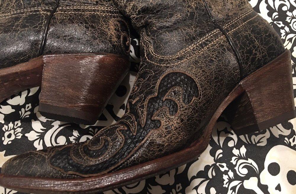 AleX'S BOOt Shoe & Luggage Repair: 804 S Closner Blvd, Edinburg, TX