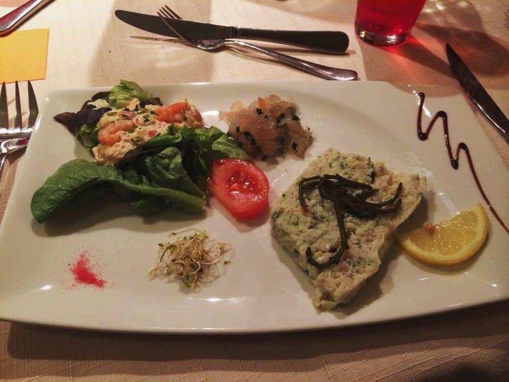 First course shrimp salad with apples and grapefruit - Restaurant port en bessin fleur de sel ...