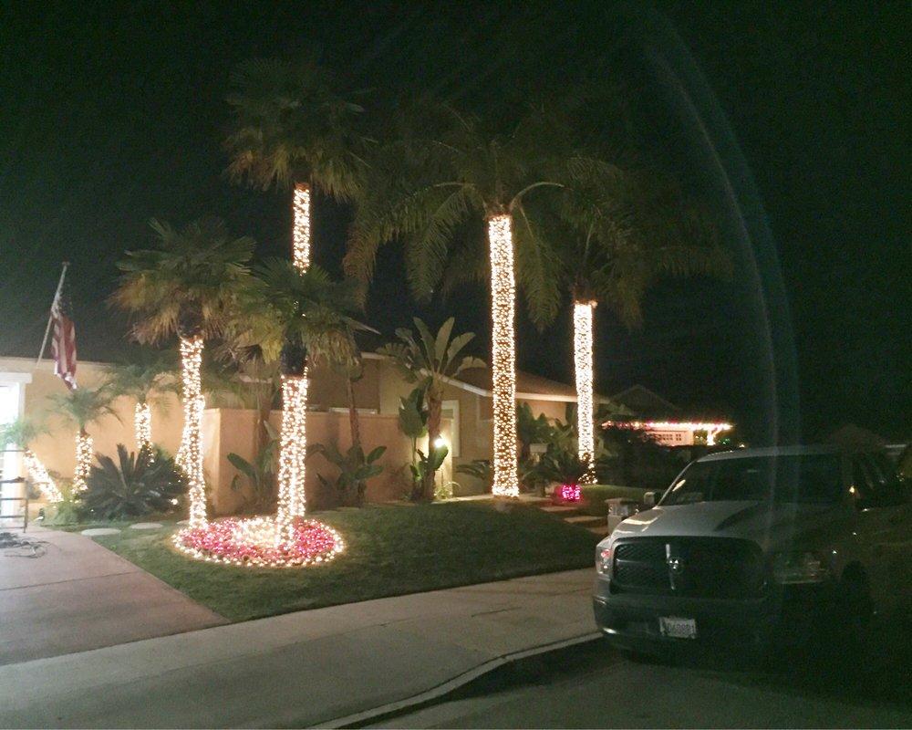 Holiday Light Works: Thousand Oaks, CA