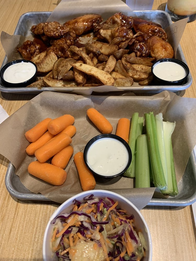 Buffalo Wild Wings: 3233 South Muskogee Ave, Tahlequah, OK