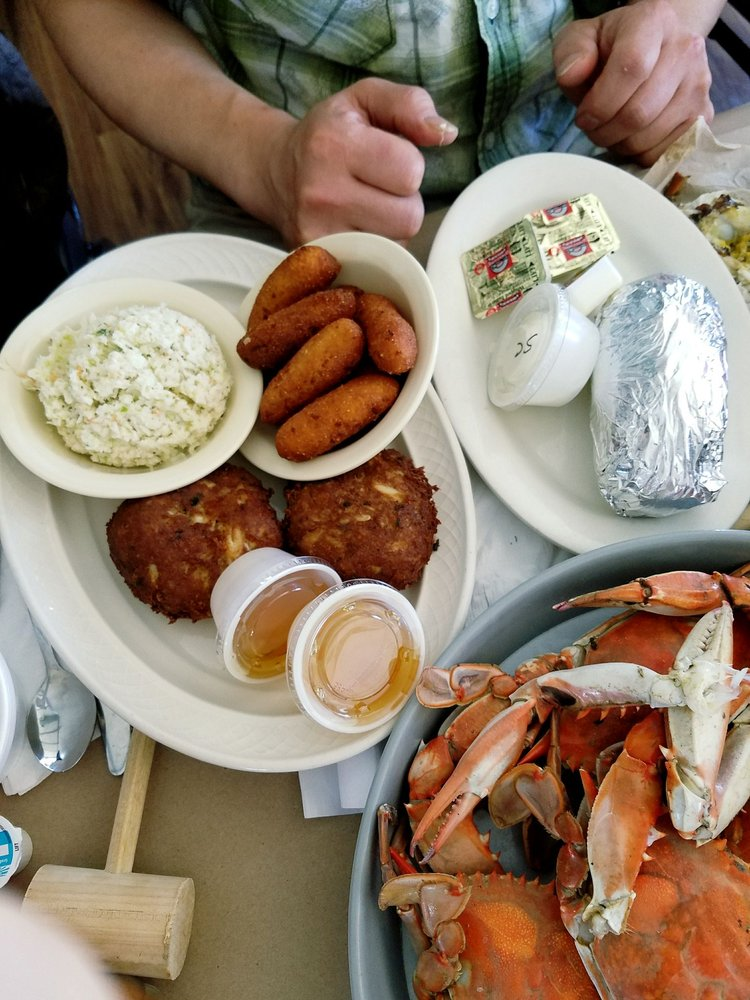 Shymansky's Marina and Seafood: Cobb Island, MD