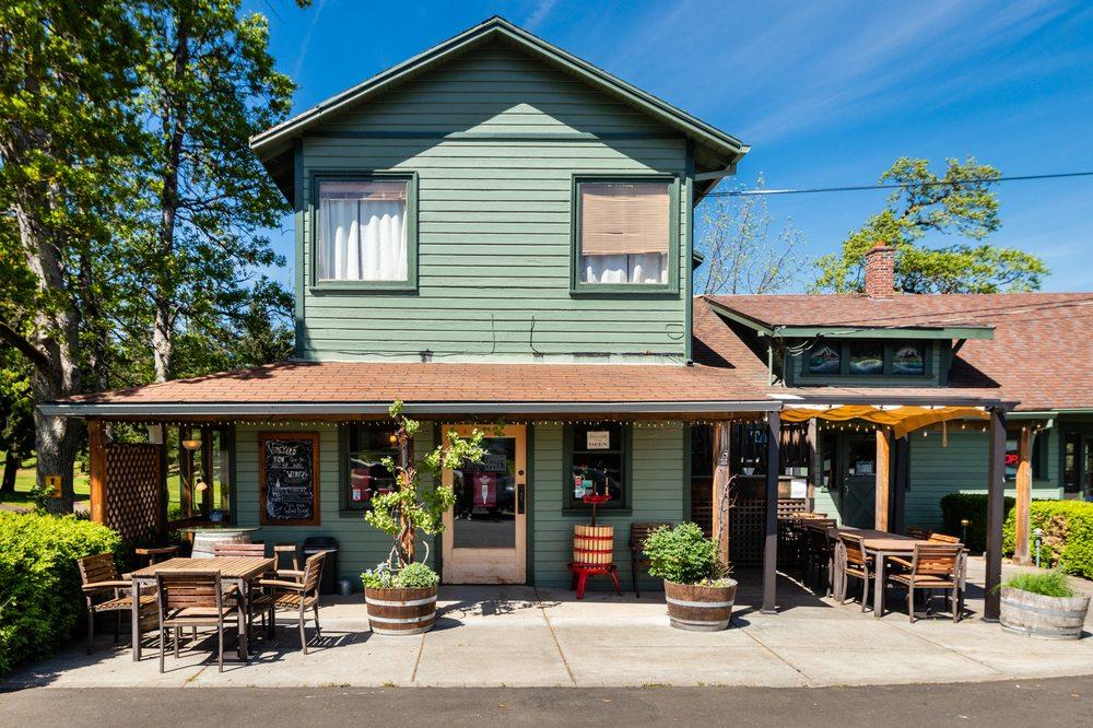MountNbarreL: 1850 Country Club Rd, Hood River, OR