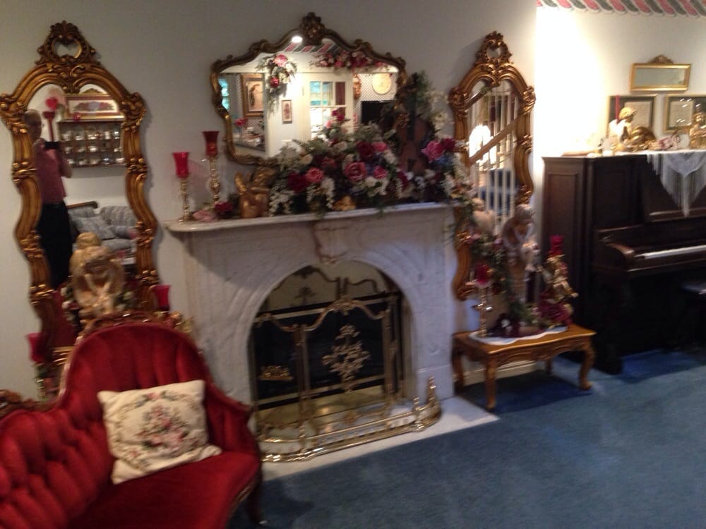 Emory Creek Victorian Bed & Breakfast & Gift Shop: 143 Arizona Dr, Branson, MO