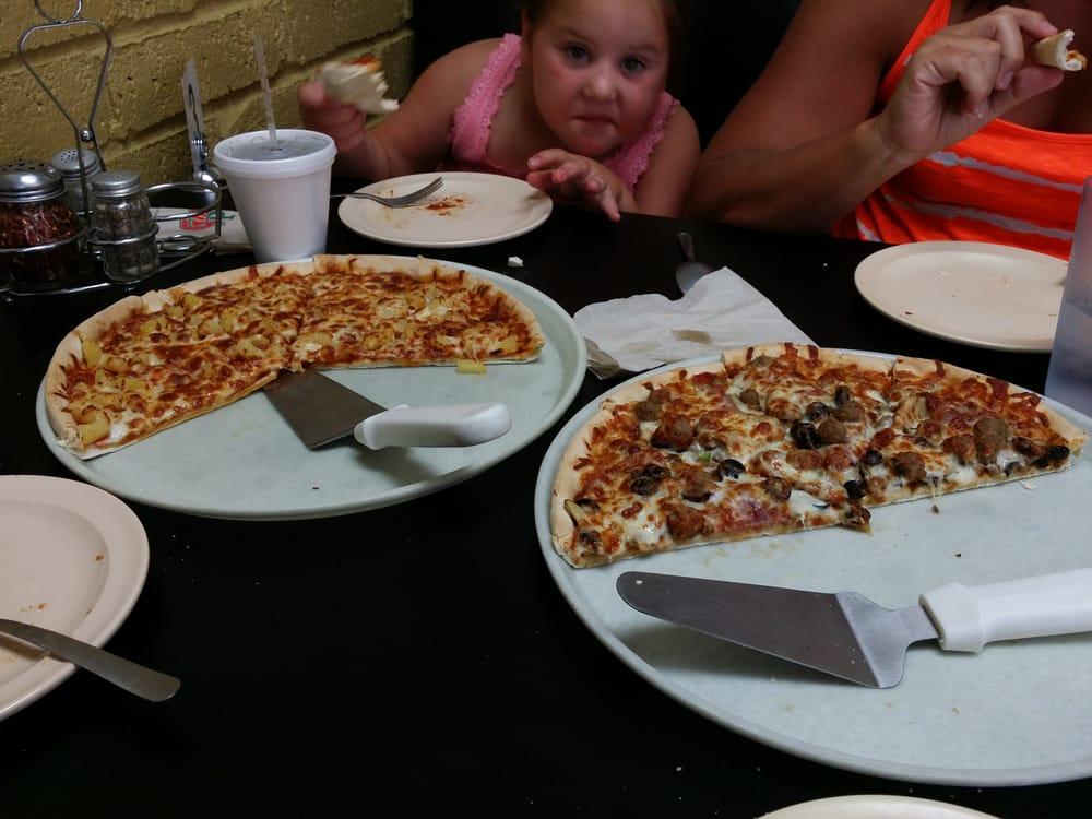 Gambino's Pizza: 1321 W Central Ave, El Dorado, KS