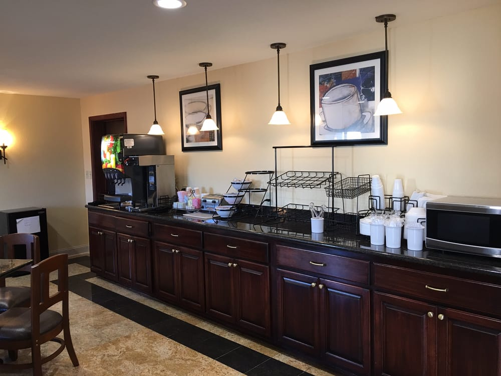 Americas Best Value Inn Tupelo Barnes Crossing: 897 Harmony Ln, Tupelo, MS