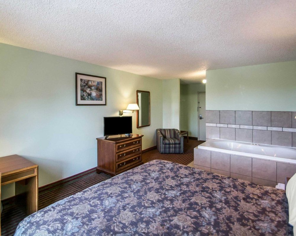 Rodeway Inn: 6001 Big Tree Rd, Lakeville, NY