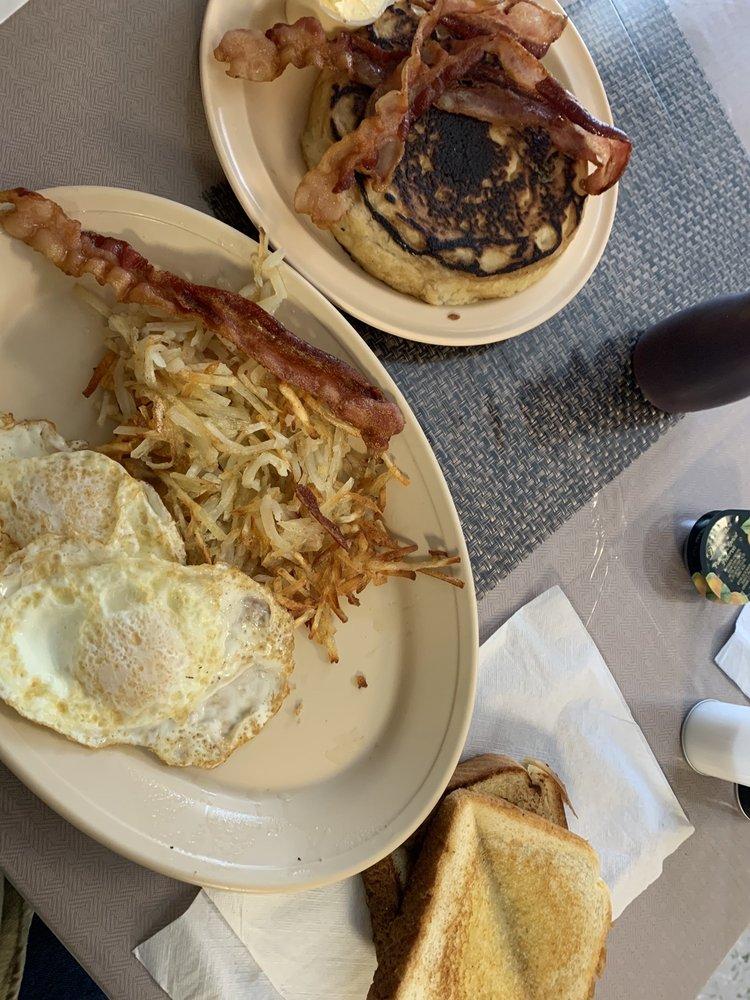Ol' Joe's Cafe: 301 5th St, Ackerly, TX