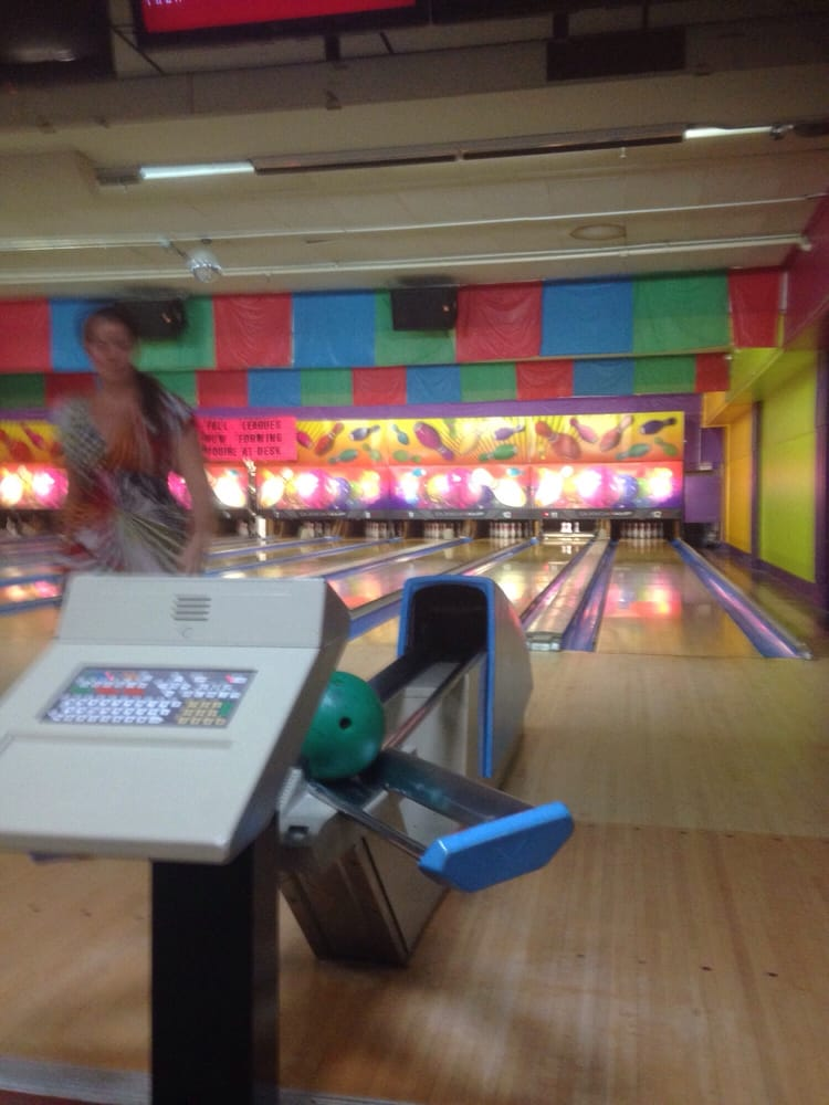 Larkfield Lanes: 332 Larkfield Rd, East Northport, NY