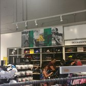adiadas outlet 7twv  Photo of adidas Outlet