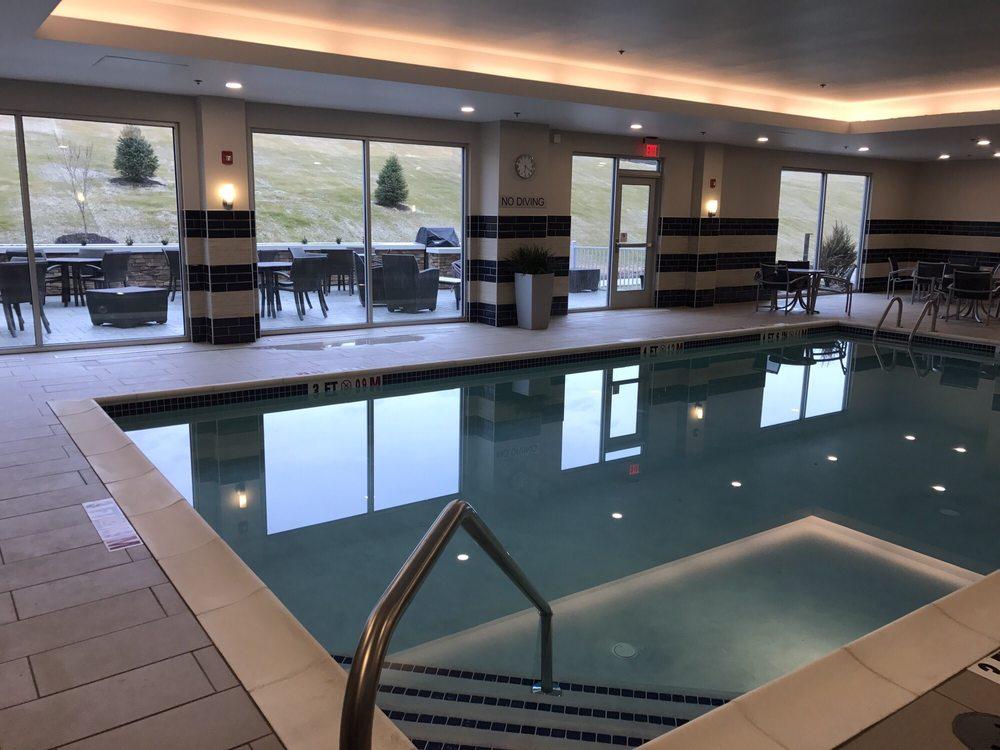 Fairfield Inn & Suites By Marriott: 2915 Pleasant Valley Blvd, Altoona, PA