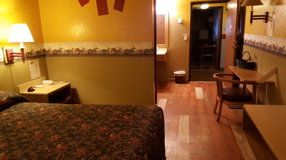 Earth Inn: 1051 Hwy 71 N, Jackson, MN