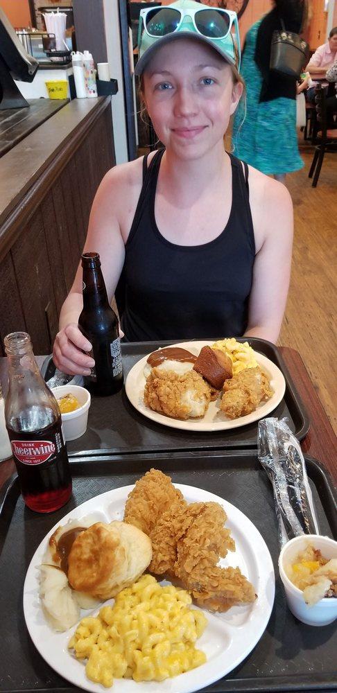 Izola's Country Cafe: 809 Willowbrook Dr, Hinesville, GA