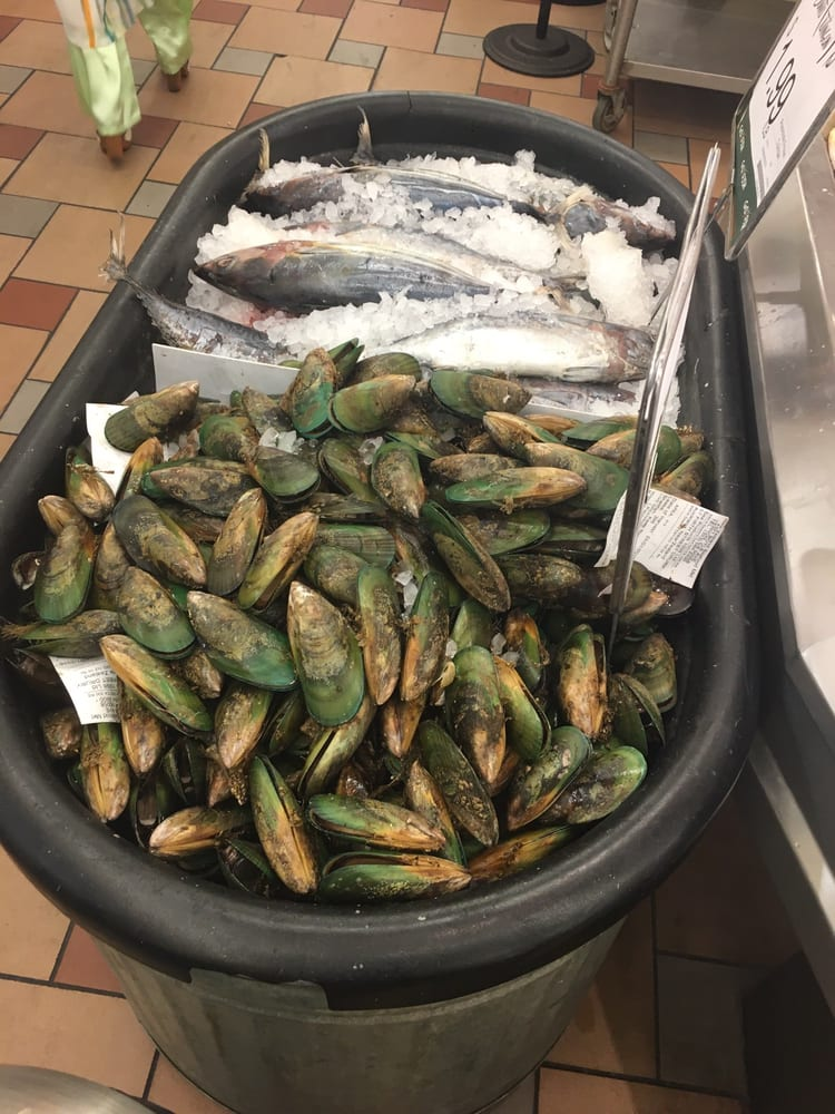 A few of the fresh seafood sold here yelp for Fish market las vegas