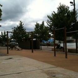 aire de jeux pont de l universit parcours sant arena stadion 20 quai claude bernard. Black Bedroom Furniture Sets. Home Design Ideas