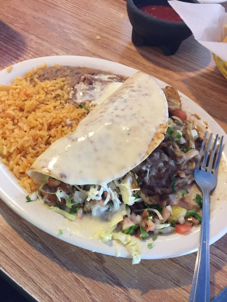 El Tapatio: 2300 Camanche Ave, Clinton, IA