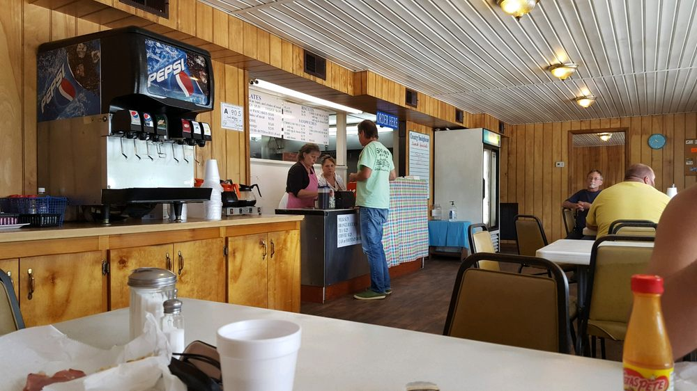 The Country Smoke House: 812 E Main St, Beulaville, NC