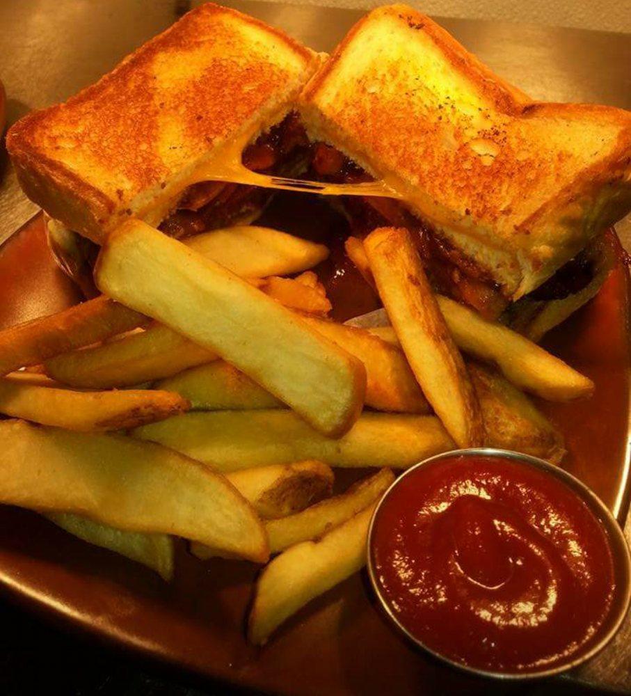 Artisan Steak House & Grill: 2178 Hwy 62 412, Hardy, AR