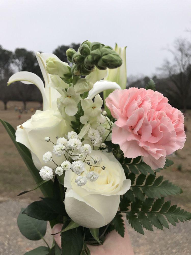 Alex City Unique Flowers & Gifts: 1520 Washington St, Alexander City, AL