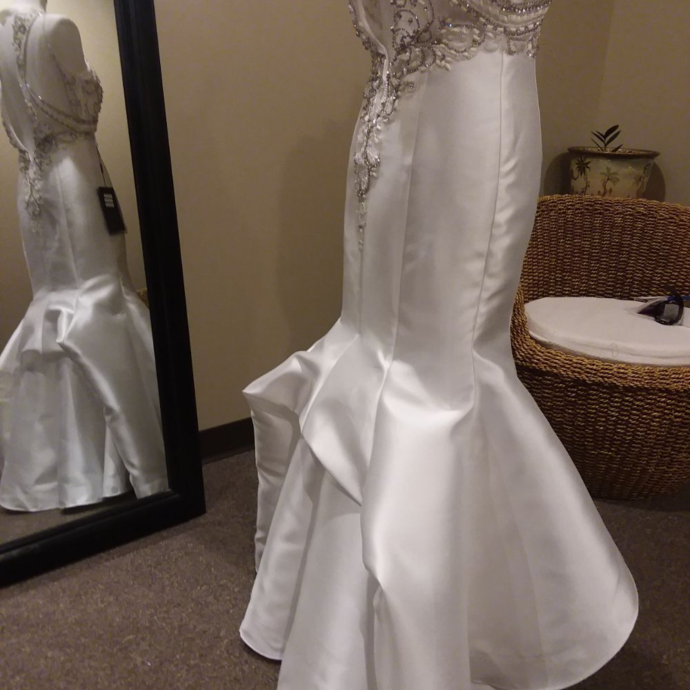 Natalia's Alterations and Gowns: 403A Parris Island Gateway, Beaufort, SC