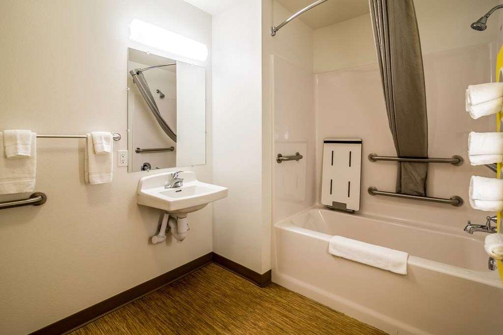 Motel 6: 1325 19th Ave, Williston, ND