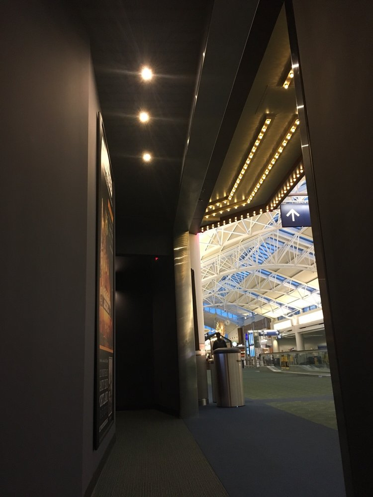 Hollywood Theater: 7000 NE Airport Way, Portland, OR