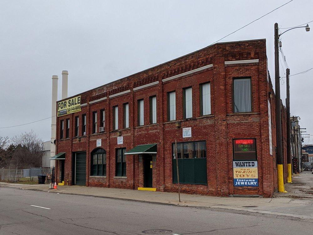 Detroit Antiques Mall: 828 W Fisher Fwy, Detroit, MI
