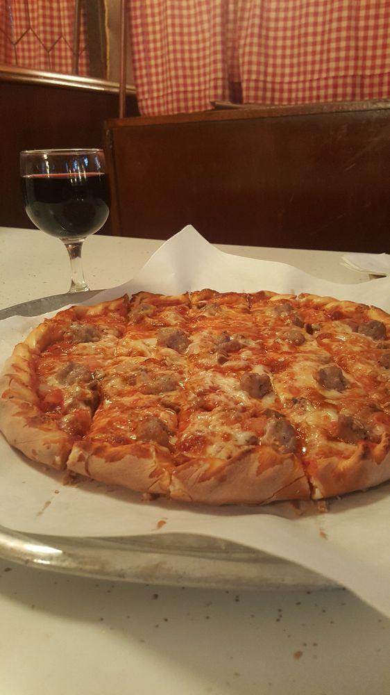 Sammy's Pizza & Restaurant: 301 Broadway, Fargo, ND