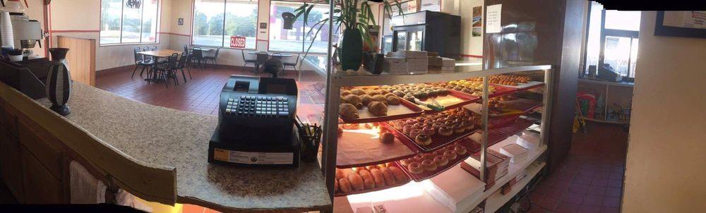Donut Place 3: 272 W Oxford St, Pontotoc, MS