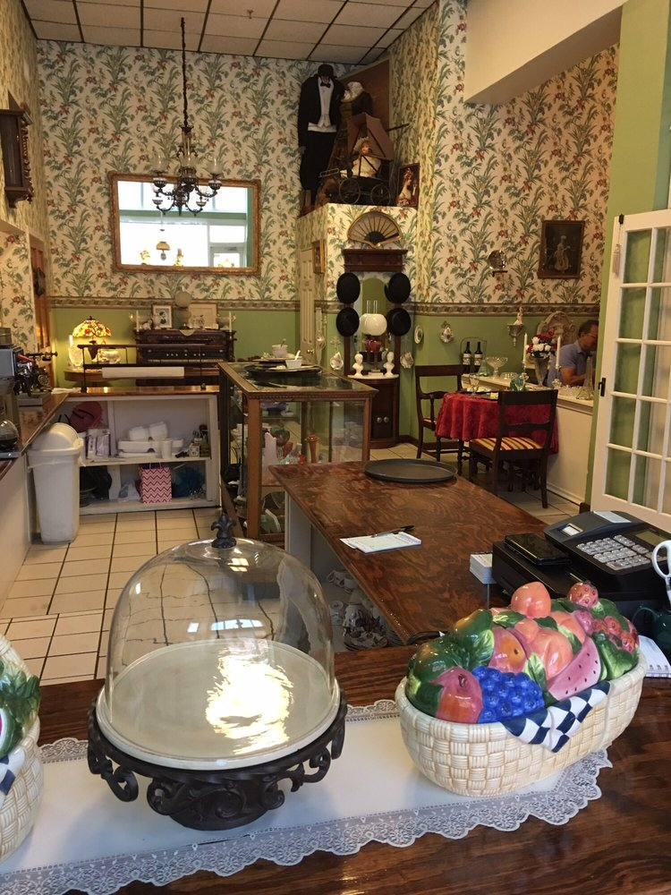 Mary Margaret's Tea and Biscuit: 10 S Polk Ave, Arcadia, FL