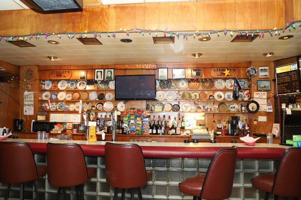 Stanley's Bar & Grill: 507 4th Ave, Ford City, PA