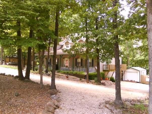 Bed & Biscuit Pet Resort & Spa: 435 Hwy W, Eldon, MO