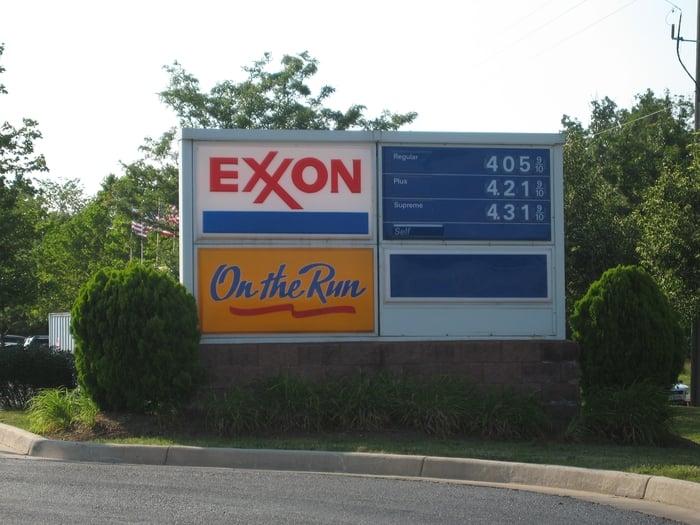 Exxon - Farmwell Hunt: 43971 Farmwell Hunt Plz, Ashburn, VA