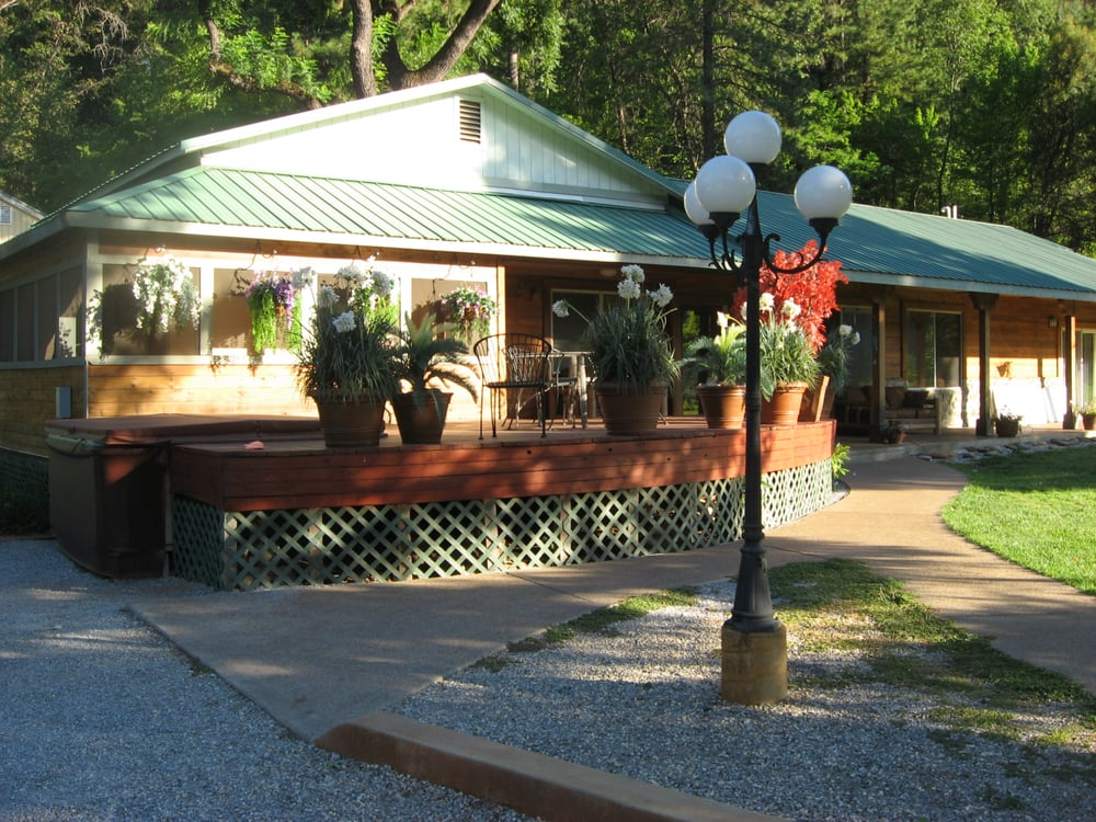 House on the River: 17290 Delta Rd, Lakehead, CA