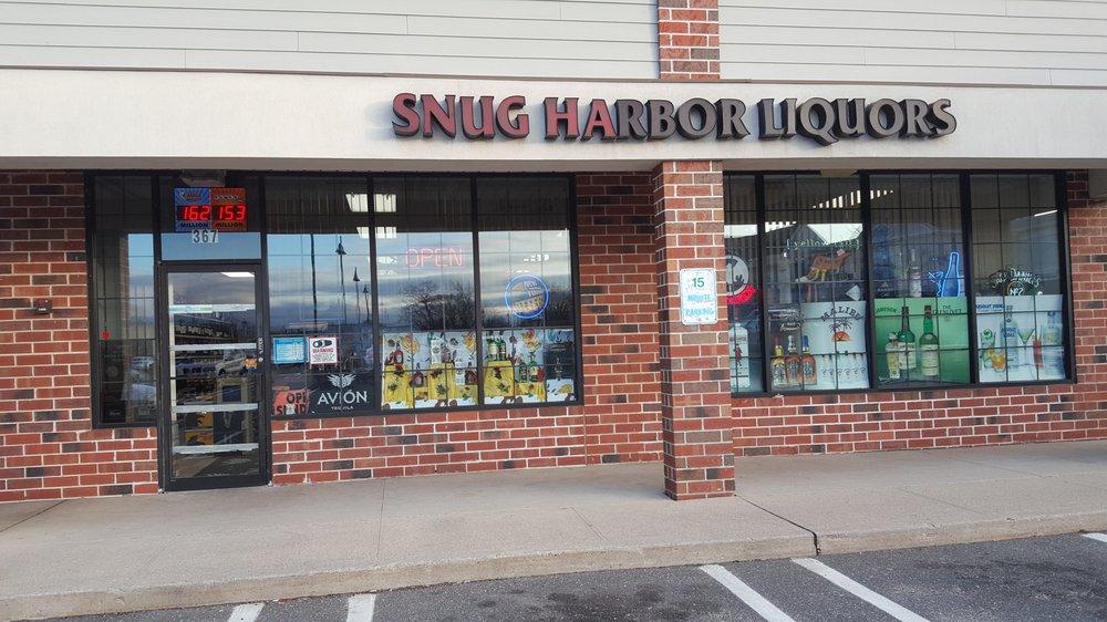 Snug Harbor Liquors: 367 Merrick Rd, Amityville, NY
