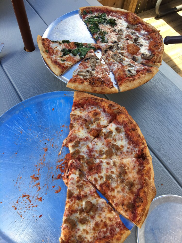 BrickHouse Burgers & Pizza: 3914 Soco Rd, Maggie Valley, NC