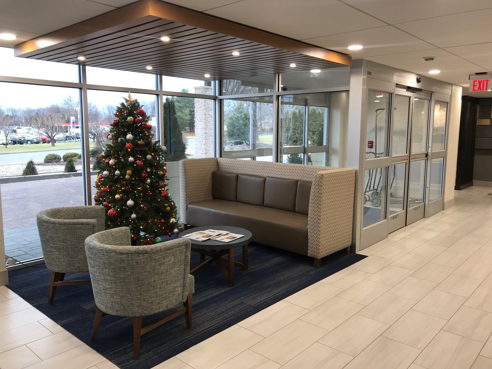 Holiday Inn Express Allentown North: 1715 Plaza Ln, Allentown, PA