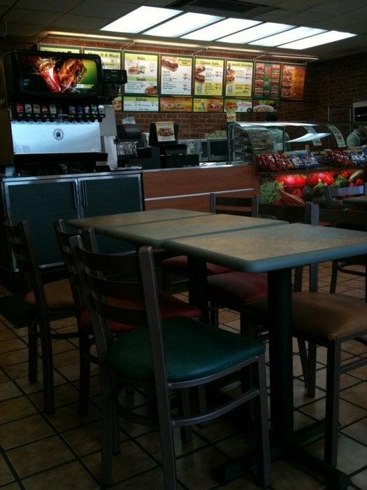 Subway: 2634 Prairie Ave, Beloit, WI