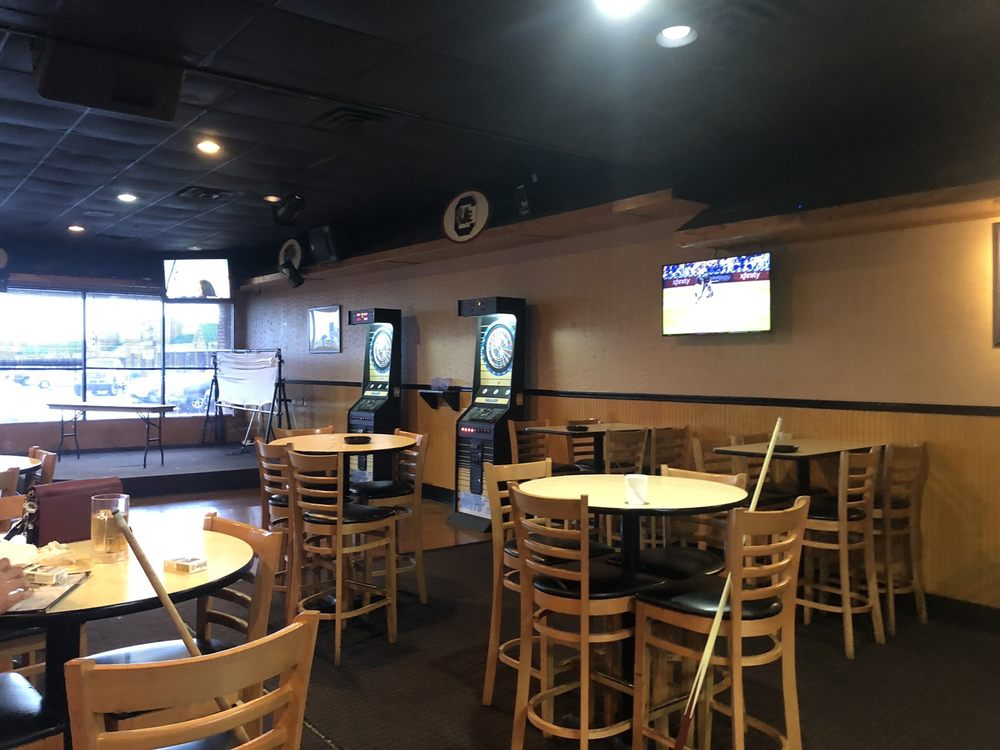 Game On Sports Cafe: 4027 Watson Blvd, Warner Robins, GA