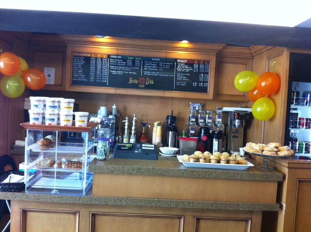 Bom Dia Com Cafe: Front Desk