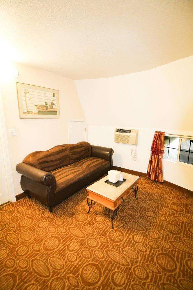 Wigwam Motel: 2728 E Foothill Blvd, Rialto, CA