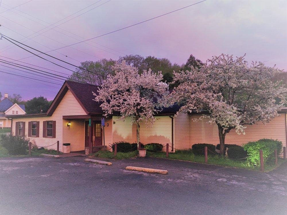 Cottage Restaurant: 2710 W High St, Newark, OH