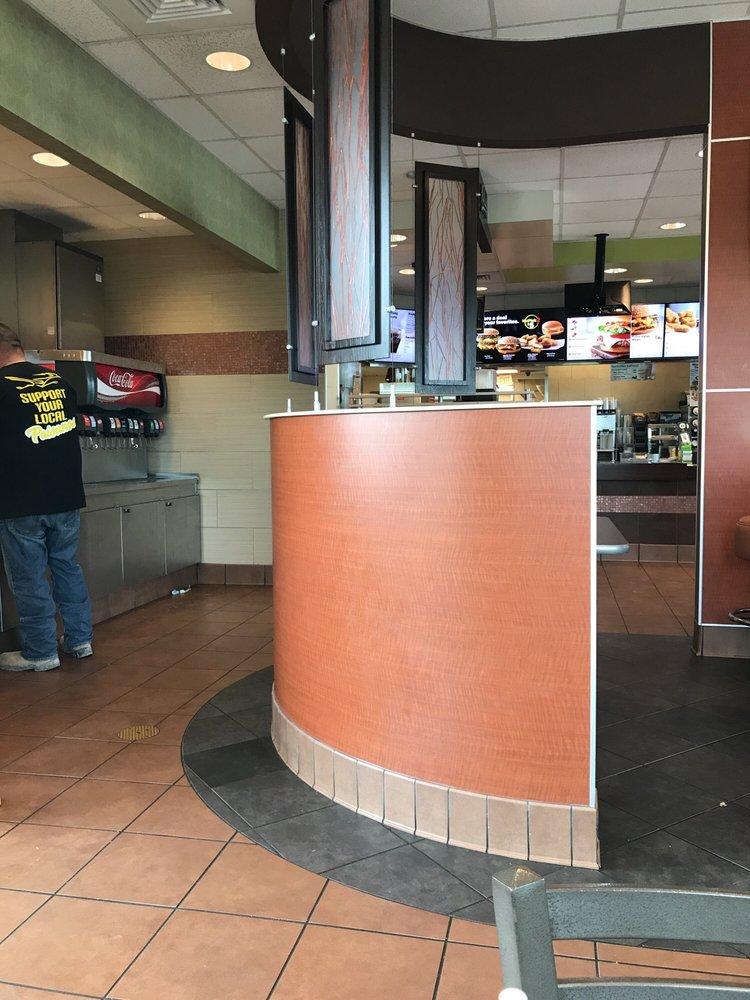 McDonald's: 817 N Wells St, Edna, TX