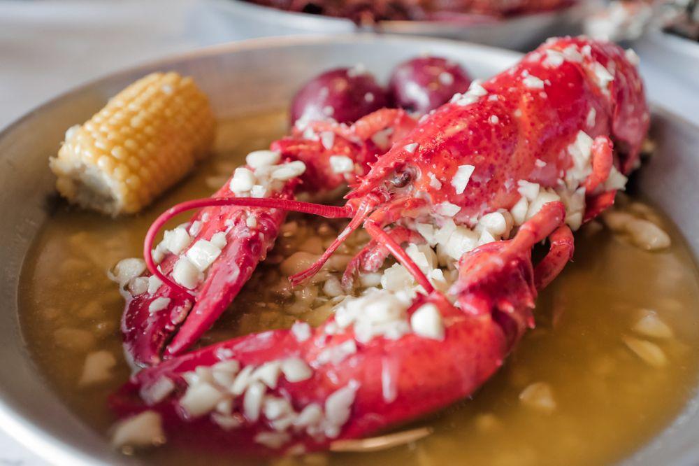 Hook & Reel Cajun Seafood & Bar: 3640 Atlanta Hwy, Athens, GA