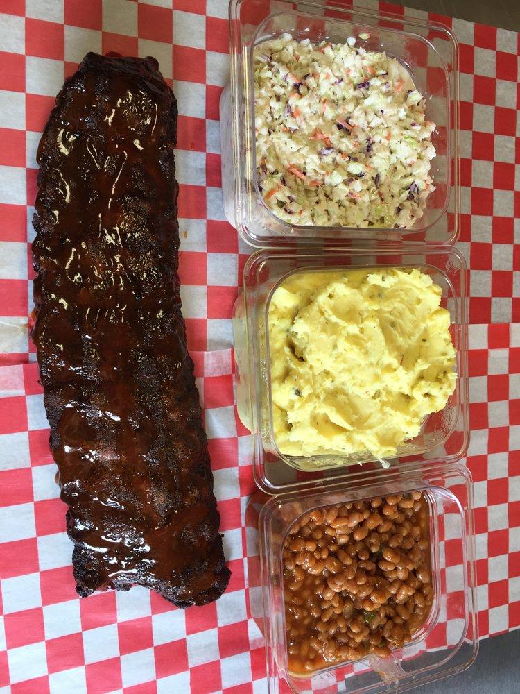 Wild Hog BBQ: 7103 Will Robbins Hwy, Nettleton, MS