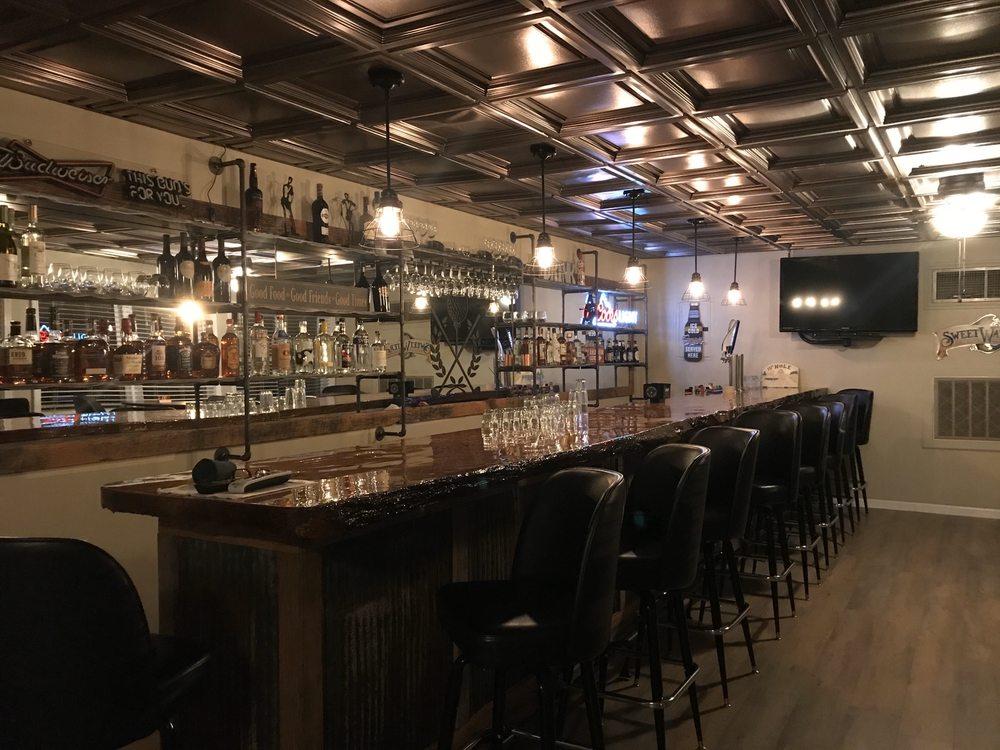 Mulligans Pizzeria & Pub: 651 Blackburn St, Marion, KY
