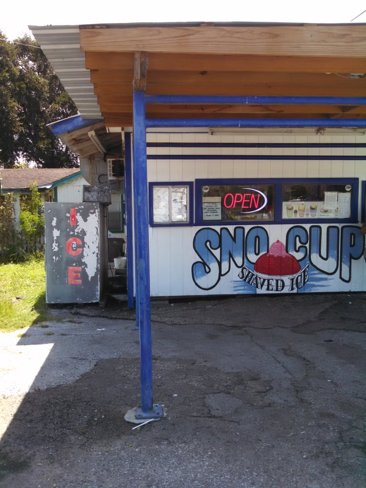 Snow Cup: 528 W Main Ave, Robstown, TX