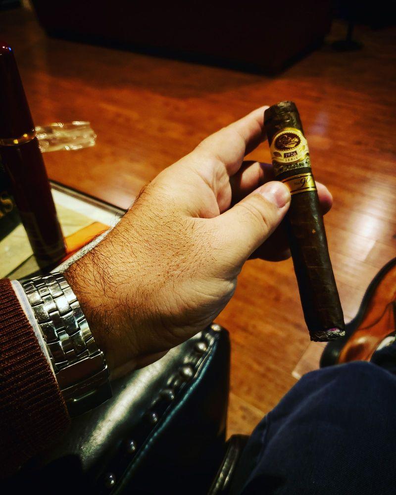 Fumé Cigar Shop & Lounge